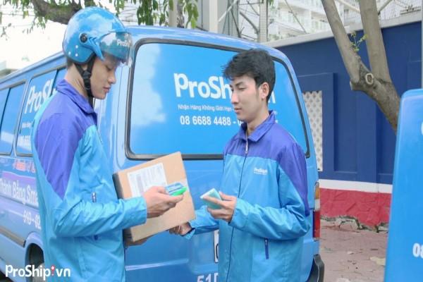 Nhân viên giao nhận hàng hóa tại TPHCM