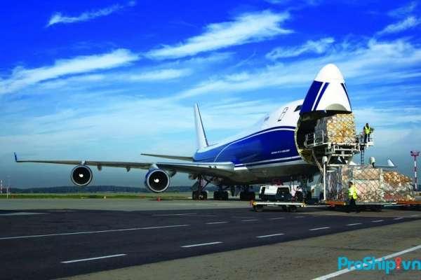 Vận chuyển hàng không bao gồm những loại phụ phí như thế nào?
