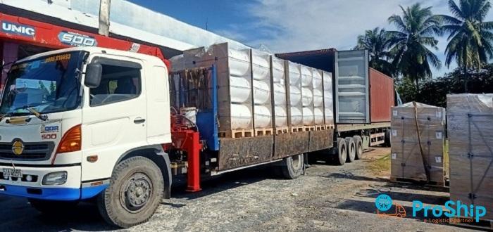 Nhận vận chuyển hàng thiết yếu phục vụ phòng chống Covid-19 trên toàn quốc